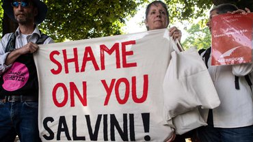 Protest gegen die Kriminalisierung der Seenotrettung: Italiens Regierung möchte Flüchtenden in Lebensgefahr Hilfe verweigern